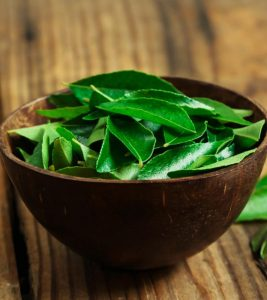 Benefits of Curry Leaves For Hair Growth in Hindi