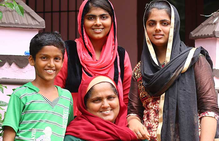 This Kudumbashree activist is collecting waste from 550 homes on her own.