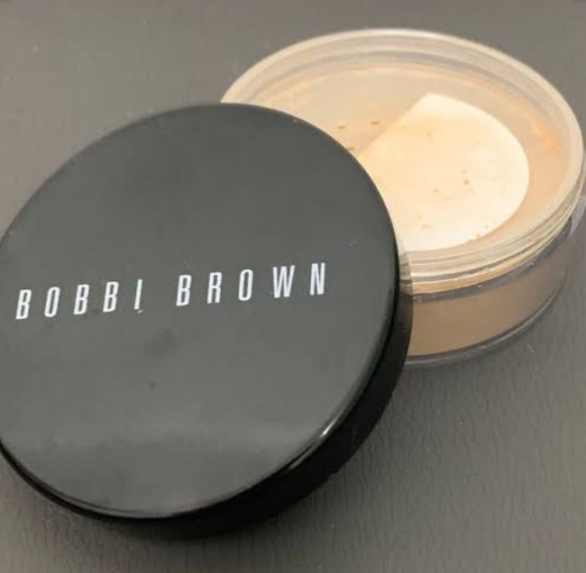 Bobbi Brown Sheer Finish Loose Powder pic 1-Good for oily skin-By shalu_surya1