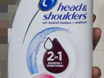 Head & Shoulders Smooth And Silky 2-In-1 Shampoo + Conditioner pic 1-Works effectively-By saraswathig