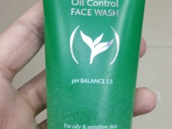 Jovees Tea Tree Oil Control Face Wash pic 2-Reduces acne slightly but no drastic change-By Nasreen