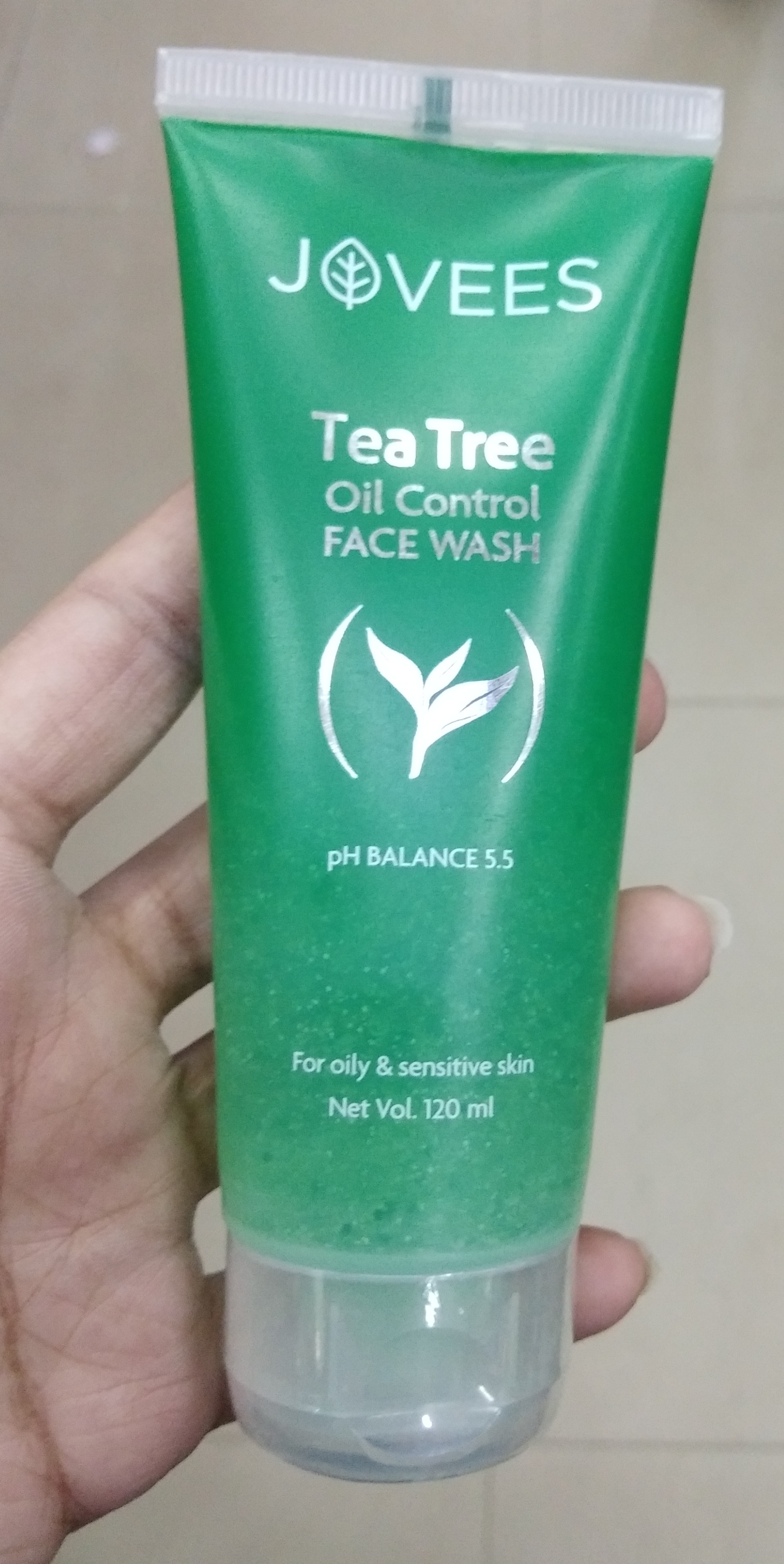 Jovees Tea Tree Oil Control Face Wash-Reduces acne slightly but no drastic change-By Nasreen-2