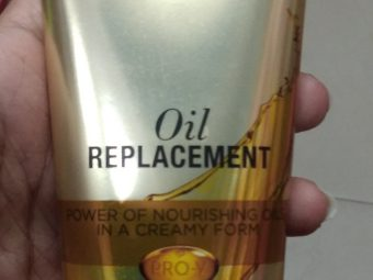 L'Oreal Paris 6 Oil Nourish Oil in Cream pic 2-Suits normal hair and not dry hair-By Nasreen