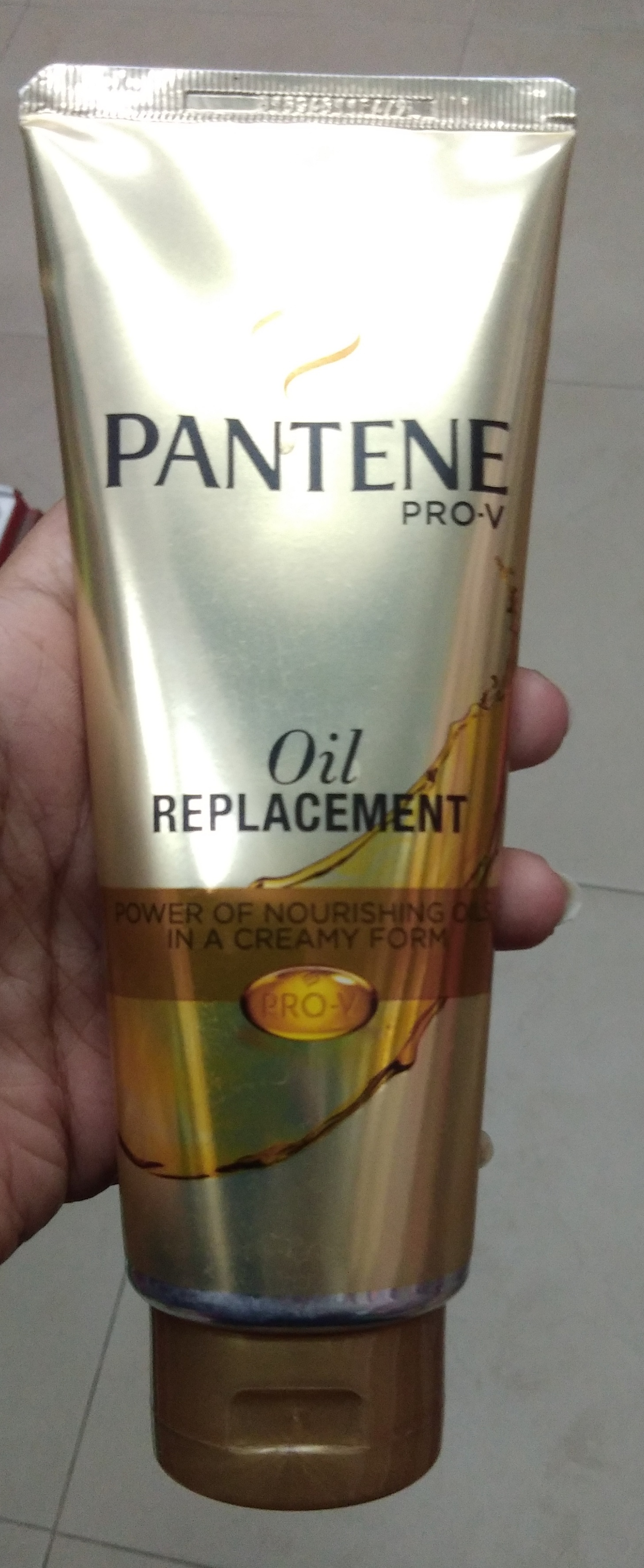 L'Oreal Paris Hair Expertise Oil Replacement Cream-Suits normal hair and not dry hair-By Nasreen-2