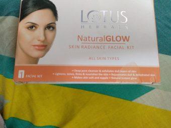 Lotus Herbals Natural Glow Skin Radiance Facial Kit pic 2-Facial kit must have-By swati_khedkar
