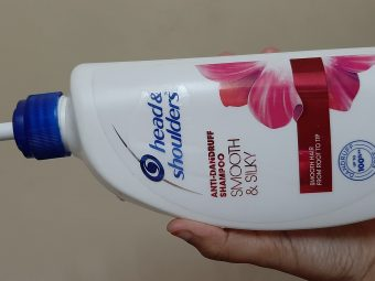 Head & Shoulders Smooth And Silky Shampoo pic 1-Good for very oily hair-By samira_haider