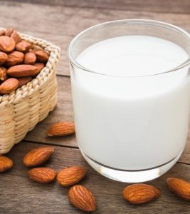 Almond Milk Benefits, Uses and Side Effects in Hindi