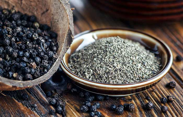 How to Use Black Pepper in Bengali