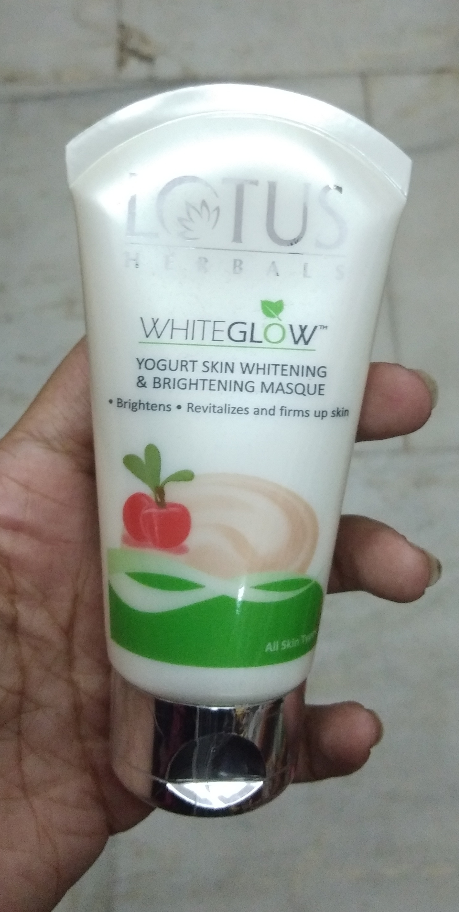 Lotus Herbals Whiteglow Yogurt Skin Whitening & Brightening Masque pic 1-Worth a try-By Nasreen