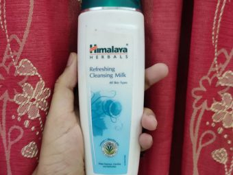 Himalaya Herbals Refreshing Cleansing Milk pic 4-amazing cleanser for dry skin-By tania_khan