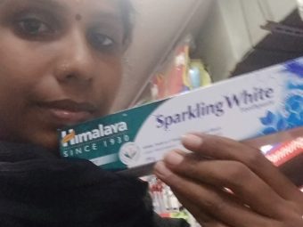 Himalaya Herbals Sparkling White Toothpaste pic 2-Strengthens gums-By saraswathig
