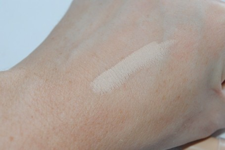 L'Oreal Paris True Match Concealer pic 8-Easy to blend.-By simmi_haswani