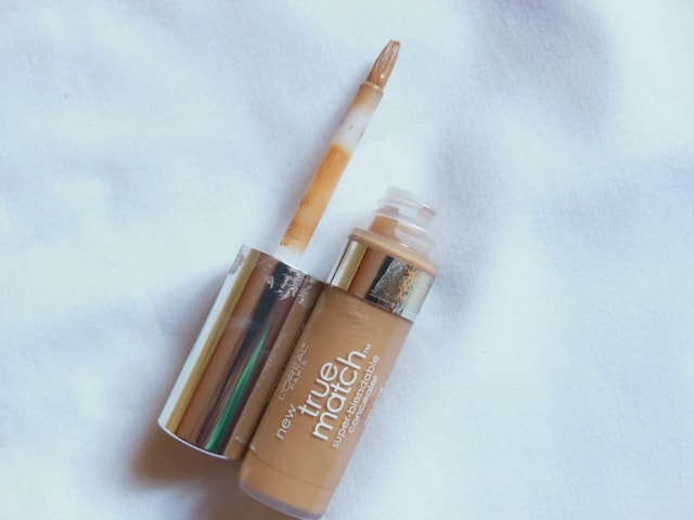 L'Oreal Paris True Match Concealer pic 10-Easy to blend.-By simmi_haswani