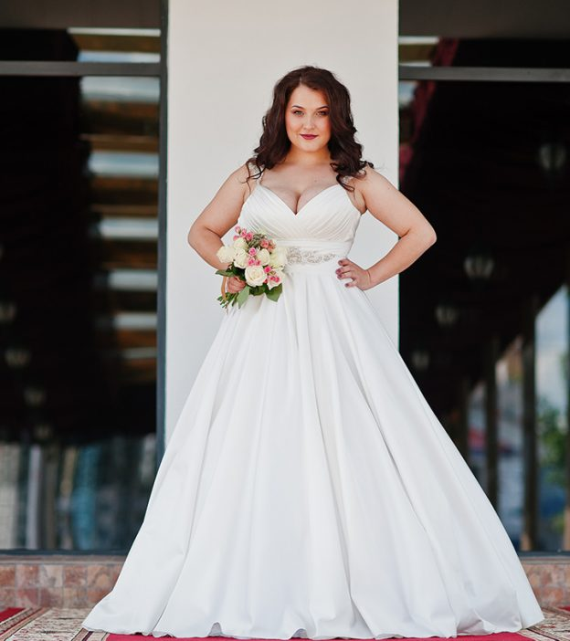 10 Best Plus Size Wedding Dresses For The Upcoming Wedding Season