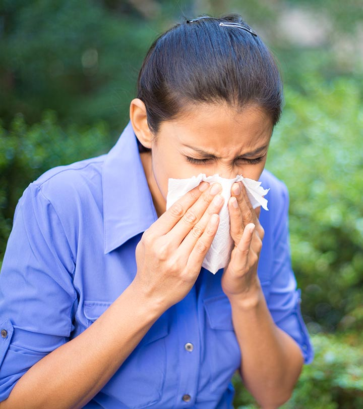 Dust Allergy Causes, Symptoms and Treatment in Hindi