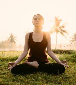 Padmasana (Lotus Pose) Steps And Benefits in Hindi