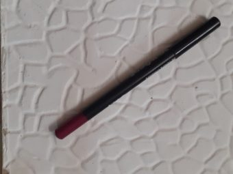 Bobbi Brown Lip Pencil -Comes with a sharpener-By hs_saduf