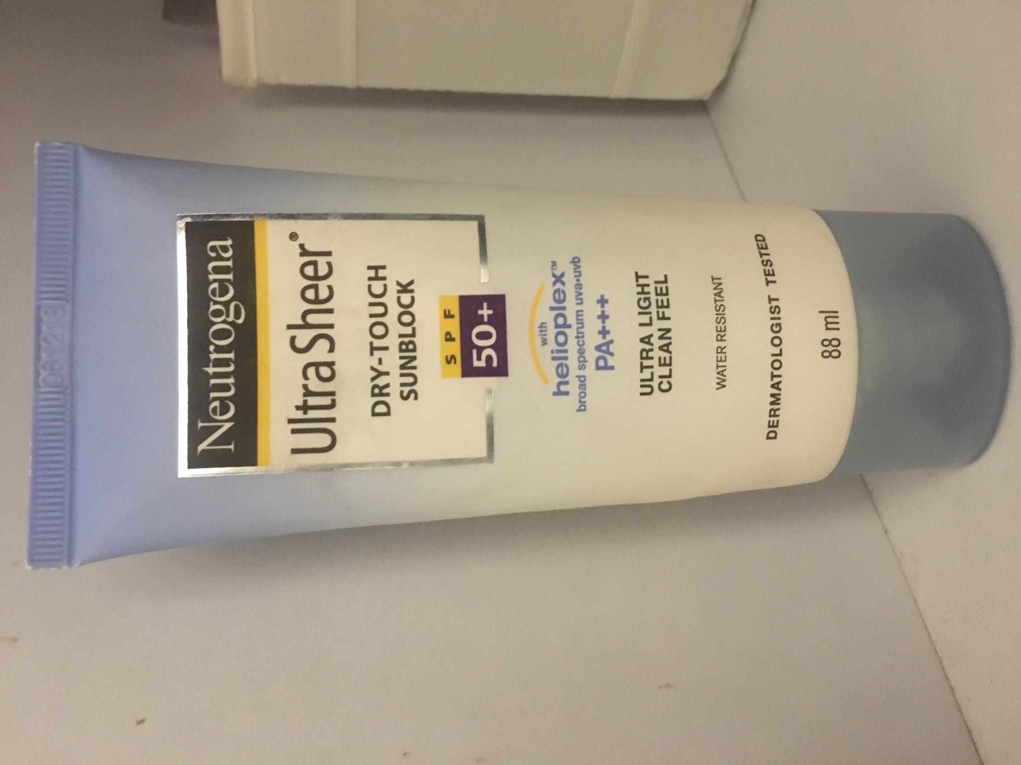 Neutrogena Ultra Sheer Dry Touch Sunscreen Broad Spectrum SPF 55-Amazing, effective and pocket friendly-By prernakapur-2