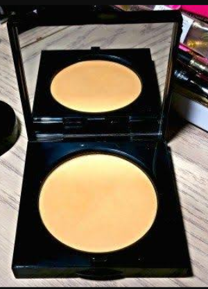 Bobbi Brown Sheer Finish Pressed Powder-Keeps face shine free all day-By hs_saduf