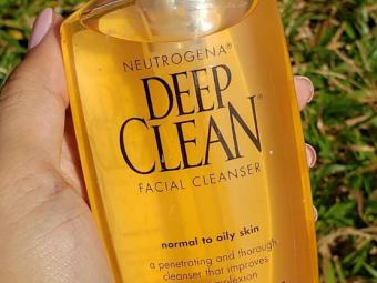Neutrogena Deep Clean Facial Cleanser -Helps in deep cleansing-By ariba