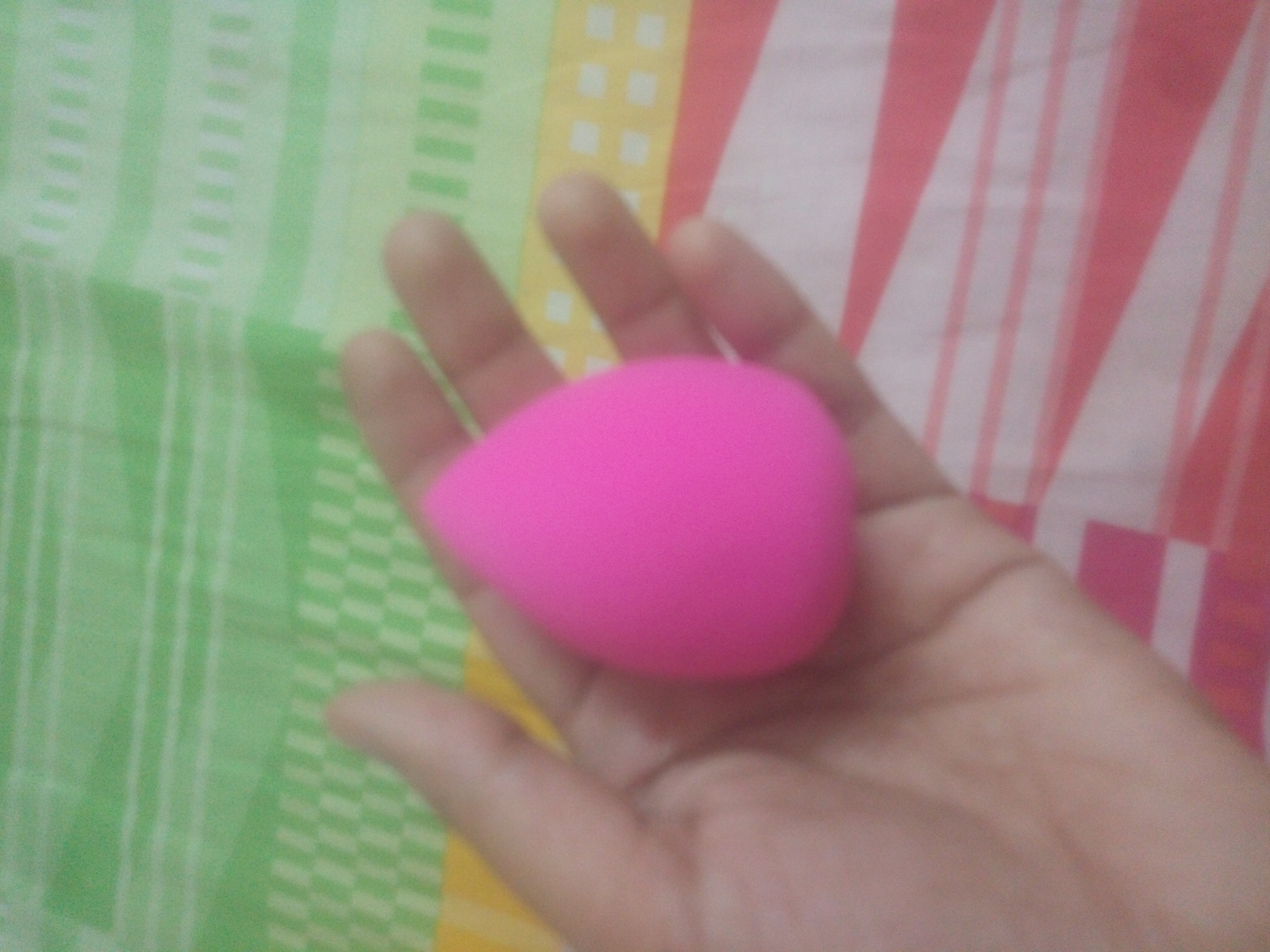 L.A. Girl Blending Sponge-Easy to clean-By pixie