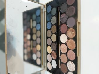 Makeup Revolution Fortune Favours The Brave 30 Eyeshadow Palette pic 2-Great shimmer shades. Value for money-By dania