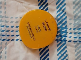Lakme Sun Expert Ultra Matte SPF 40 PA+++ Compact -A perfect daily use compact-By hinap