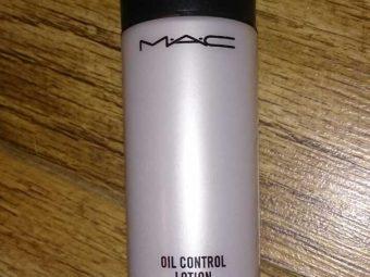 MAC Oil Control Lotion pic 3-Matte finish.-By simmi_haswani