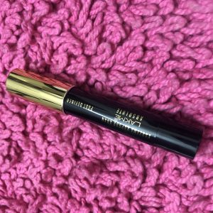 Lakme Kareena Kapoor Khan Absolute Pout Definer -Not worth the price-By aishwaryaaaa