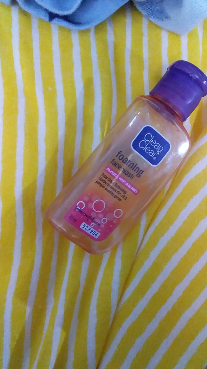 Clean & Clear Morning Energy Face Wash Brightening Berry-Great for oily skin-By lilgirl27