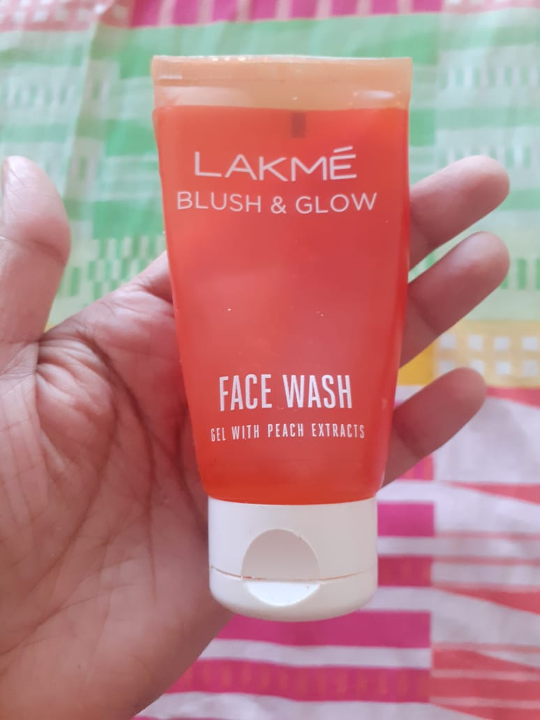 Lakme Blush & Glow Peach Gel Face Wash-Leaves the face squeaky clean-By pixie