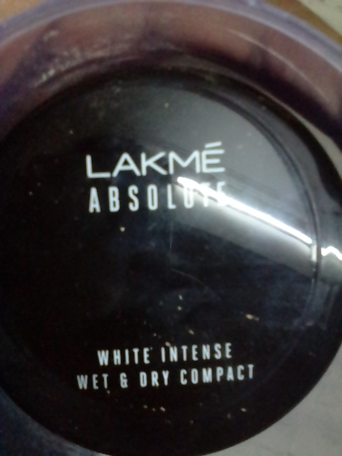 Lakme Absolute White Intense Wet & Dry Compact-Instant makeup Compact-By umadevi