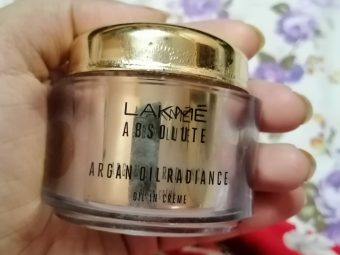 Lakme Absolute Argan Oil Radiance Oil-in-Creme -Using this moisturizer for more than 3 months now and its amazing-By taslim