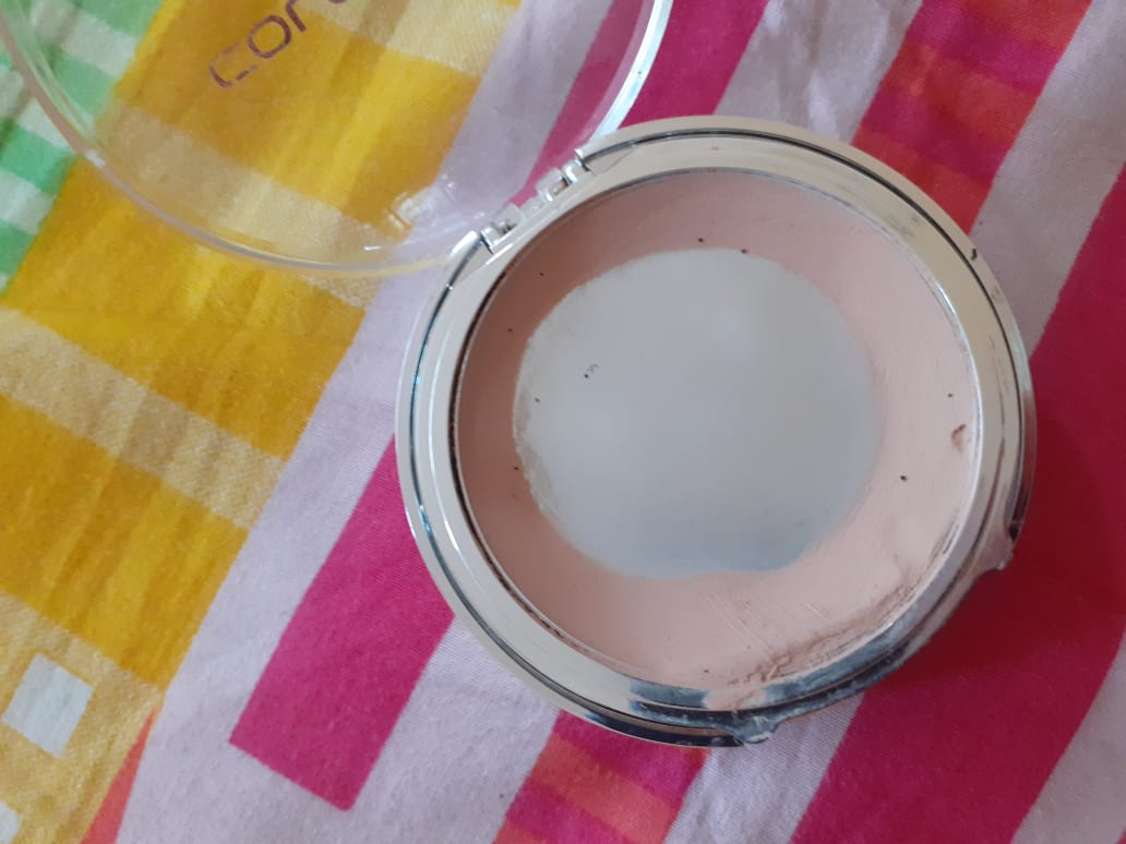Coloressence Compact Powder-Offers wide range of shades-By pixie