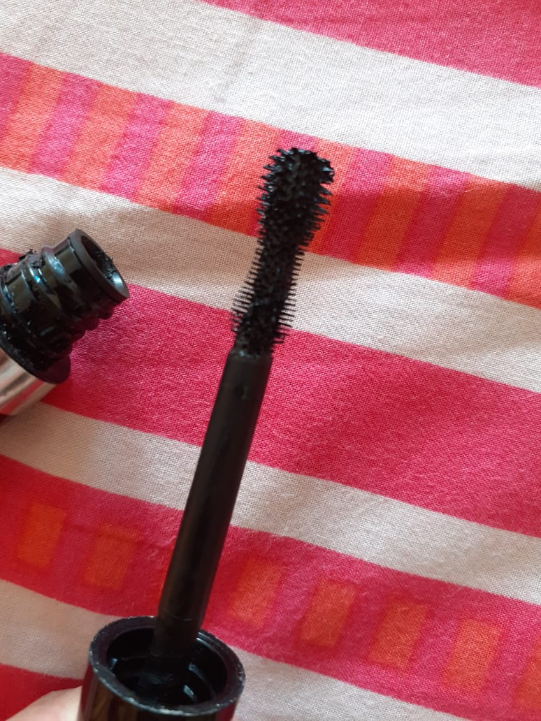 Rimmel Scandaleyes Retro Glam Mascara -Hour glass shaped wand-By pixie