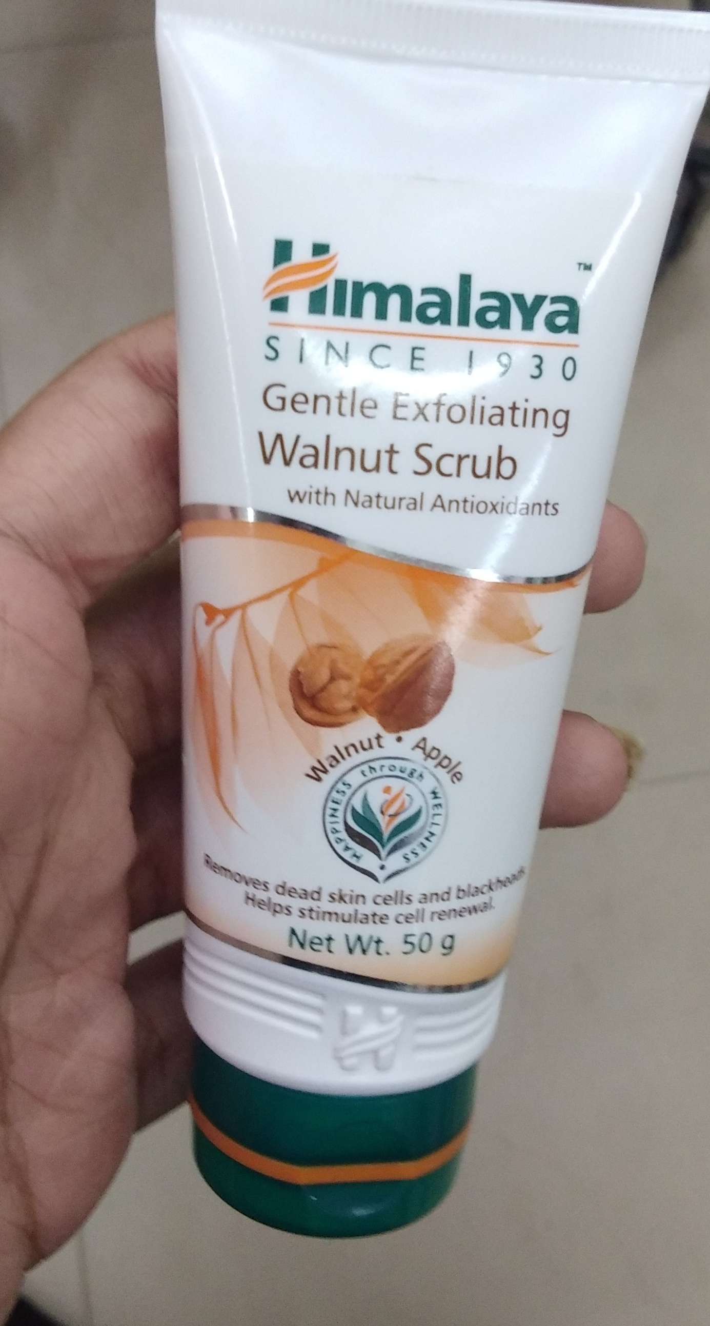Himalaya Herbals Gentle Exfoliating Walnut Scrub-Suits me-By Nasreen-2