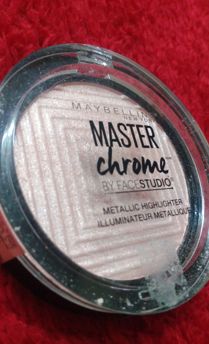 Maybelline Facestudio Master Chrome Metallic Highlighter pic 1-Provides Natural looking glow-By ashwini_bhagat