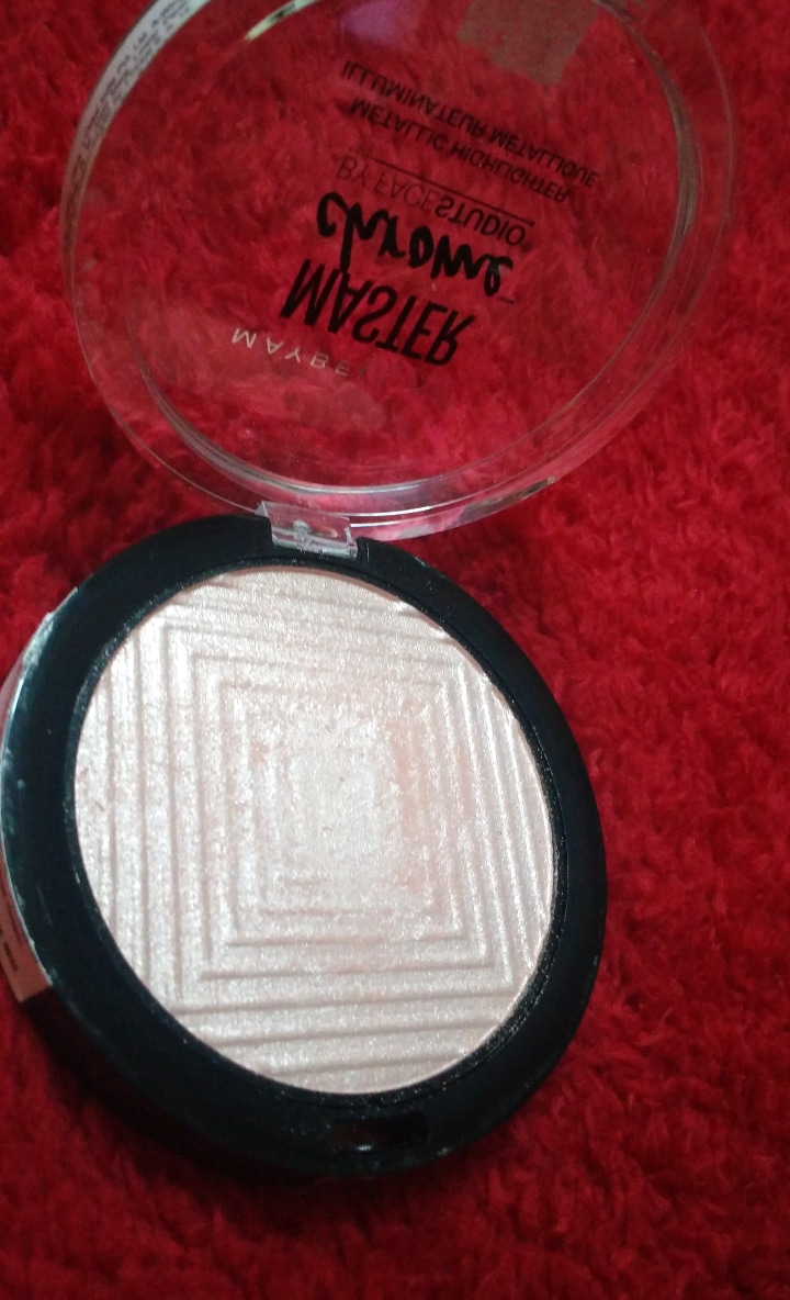 Maybelline Facestudio Master Chrome Metallic Highlighter pic 2-Provides Natural looking glow-By ashwini_bhagat