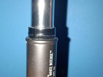 Lakme Absolute White Intense Concealer Stick SPF 20 pic 2-Worst-By innaya_jabin