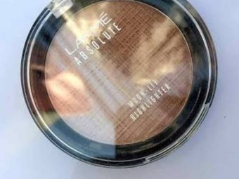 Lakme Absolute Moon-Lit Highlighter -Moon lit glow-By aditiblings