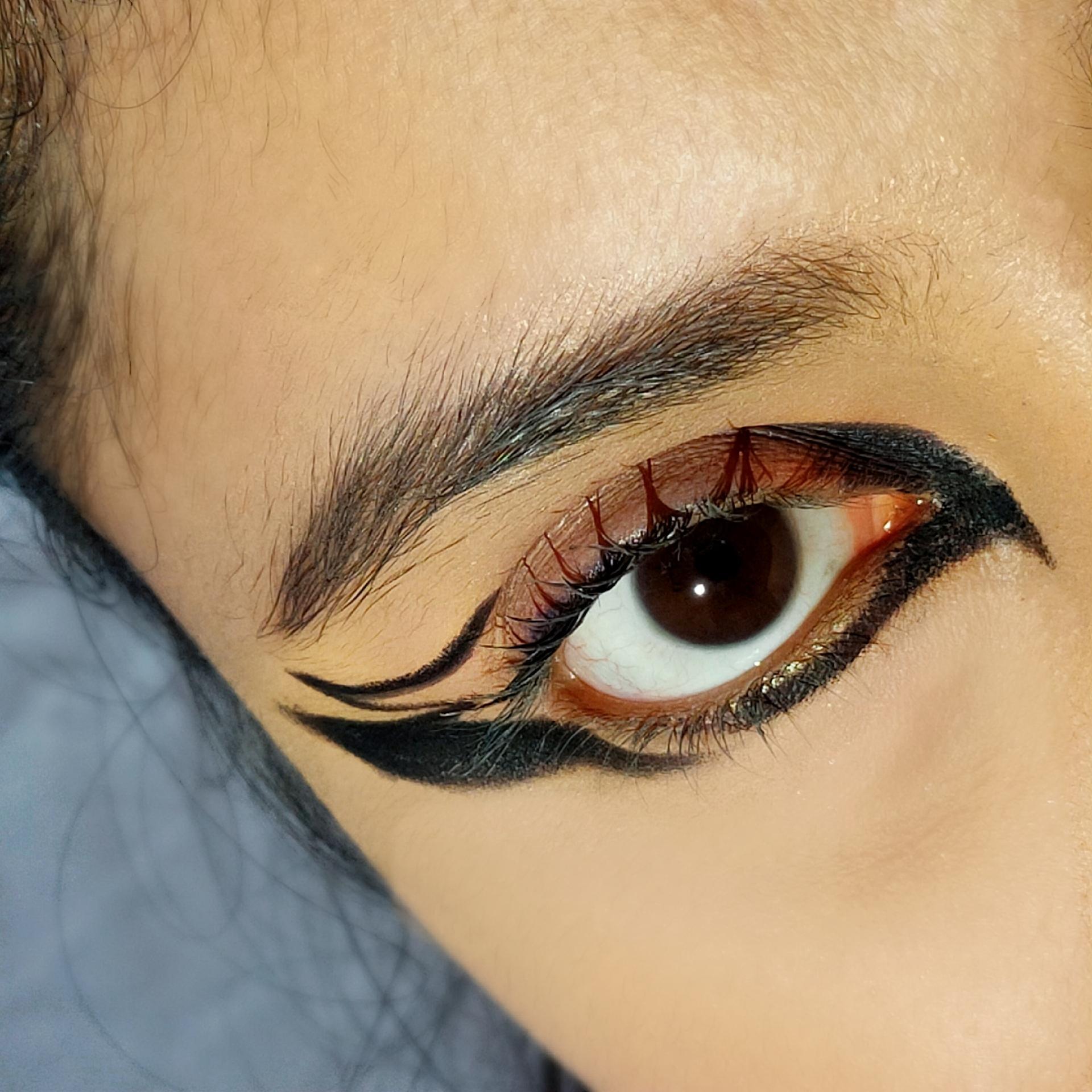 Maybelline Eye Studio Lasting Drama Gel Liner-Best budget gel liner-By meghagupta