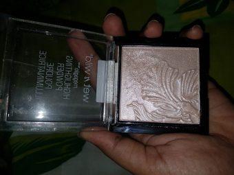 Wet N Wild Megaglo Highlighting Powder -Best drug store highlighter-By nessa