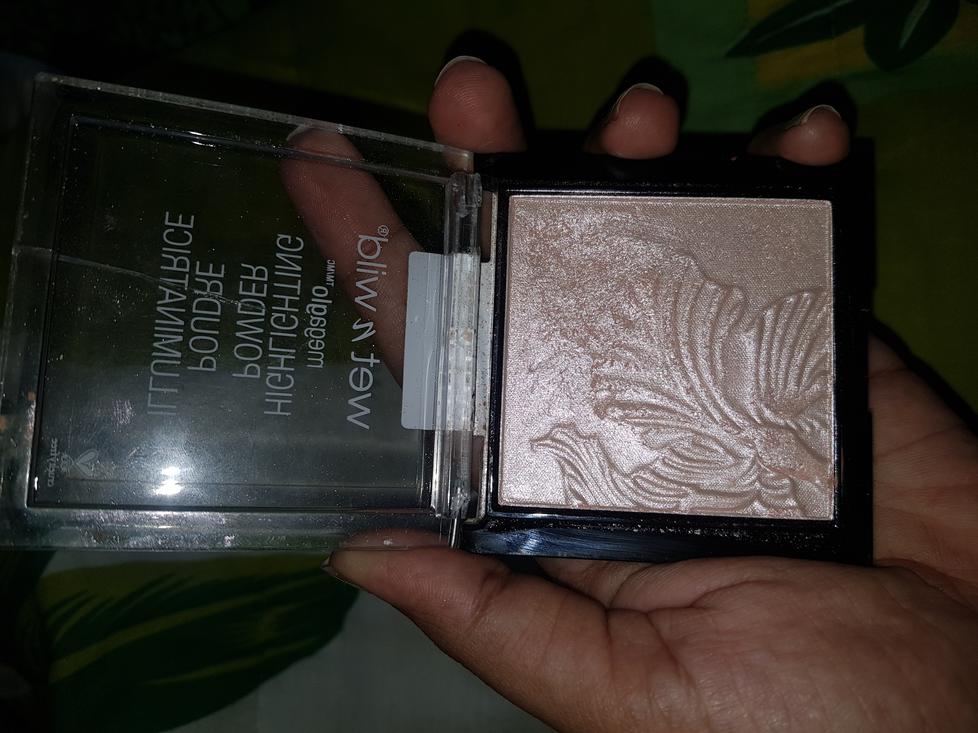 Wet N Wild Megaglo Highlighting Powder-Best drug store highlighter-By nessa