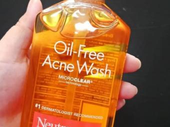 Neutrogena Oil-Free Acne Wash -Oil free face wash-By lilgirl27