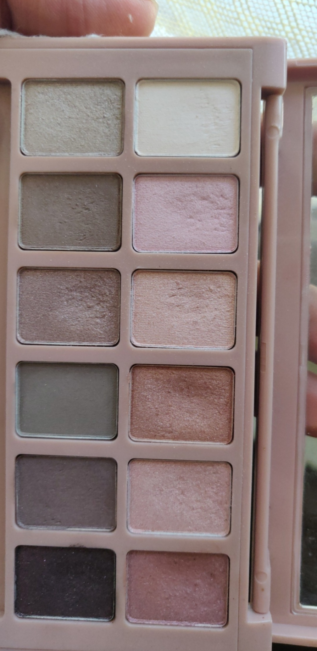 Maybelline New York The Blushed Nudes Palette-Affordable eyeshadow-By pooja_saboo