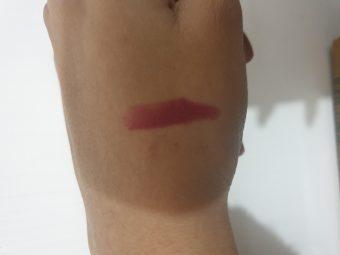 Elle 18 Color Burst Lipstick pic 3-Good for Beginners-By vitika_singh