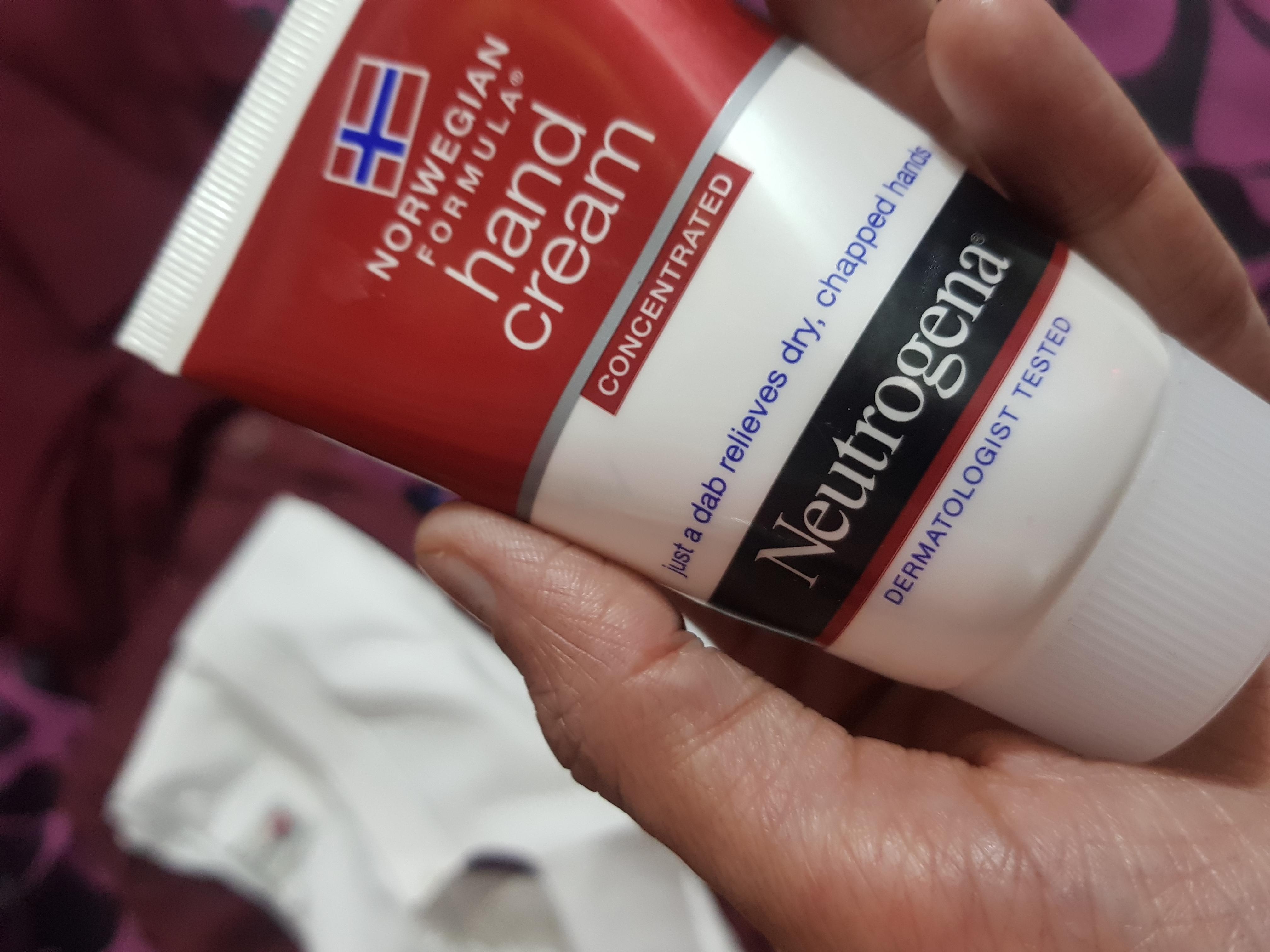 Neutrogena Norwegian Formula Hand Cream-Say bye bye to chapped hands!-By poonam_kakkar