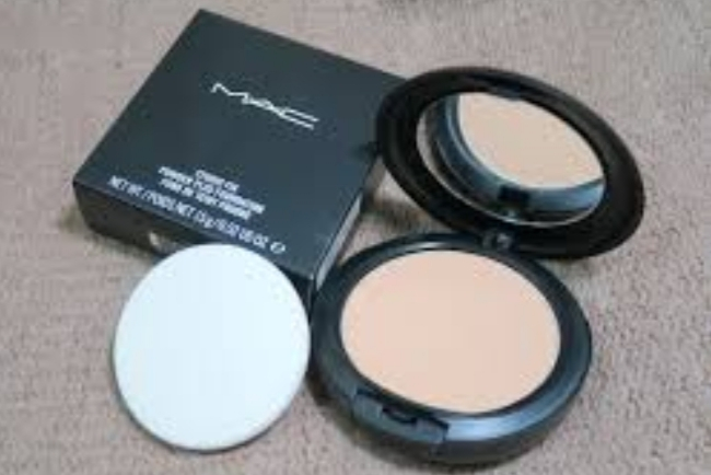 MAC Studio Fix Powder Plus Foundation-Does not cake-By vanitylove