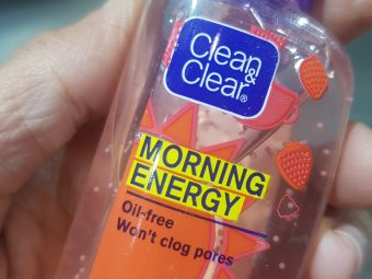 Clean & Clear Morning Energy Face Wash Brightening Berry pic 2-Perfect does not leave the skin dry!-By poonam_kakkar