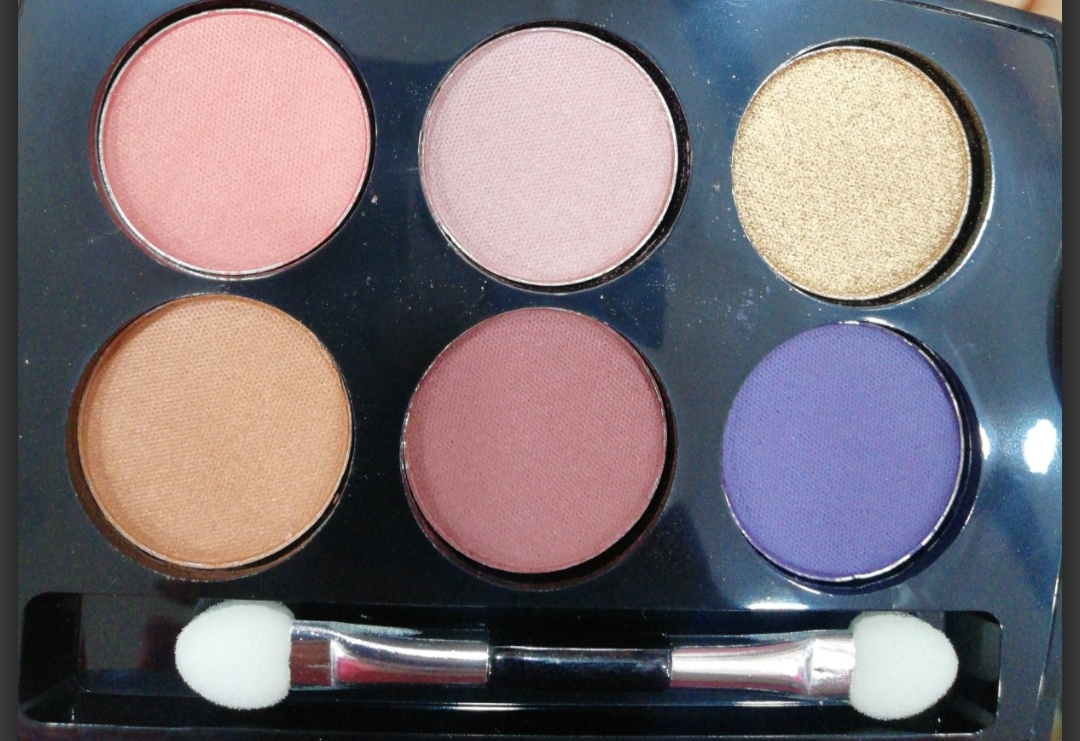 Lakme Absolute Illuminating Eyeshadow Palette-Limited editon!-By poonam_kakkar-1
